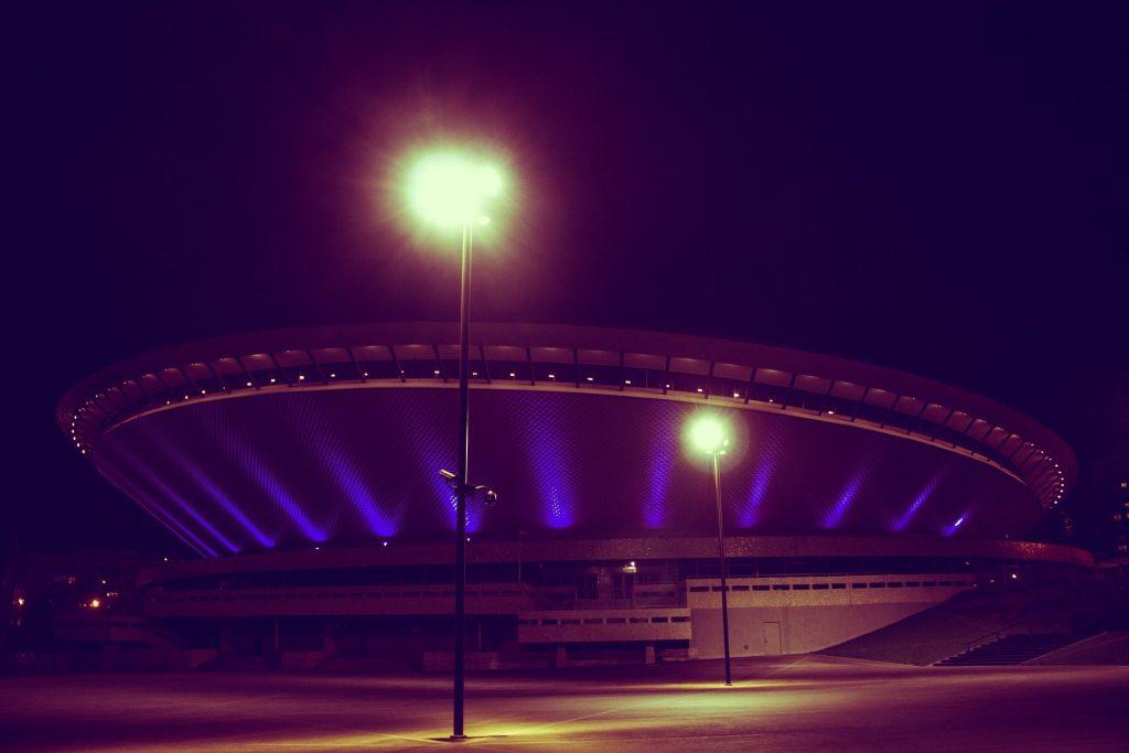 stadion-wieczorem